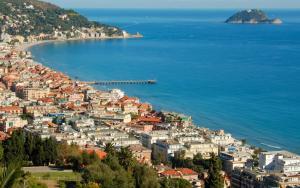 Soggiorno marino ad alassio con l 39 auser galliate freenovara for Soggiorno in liguria